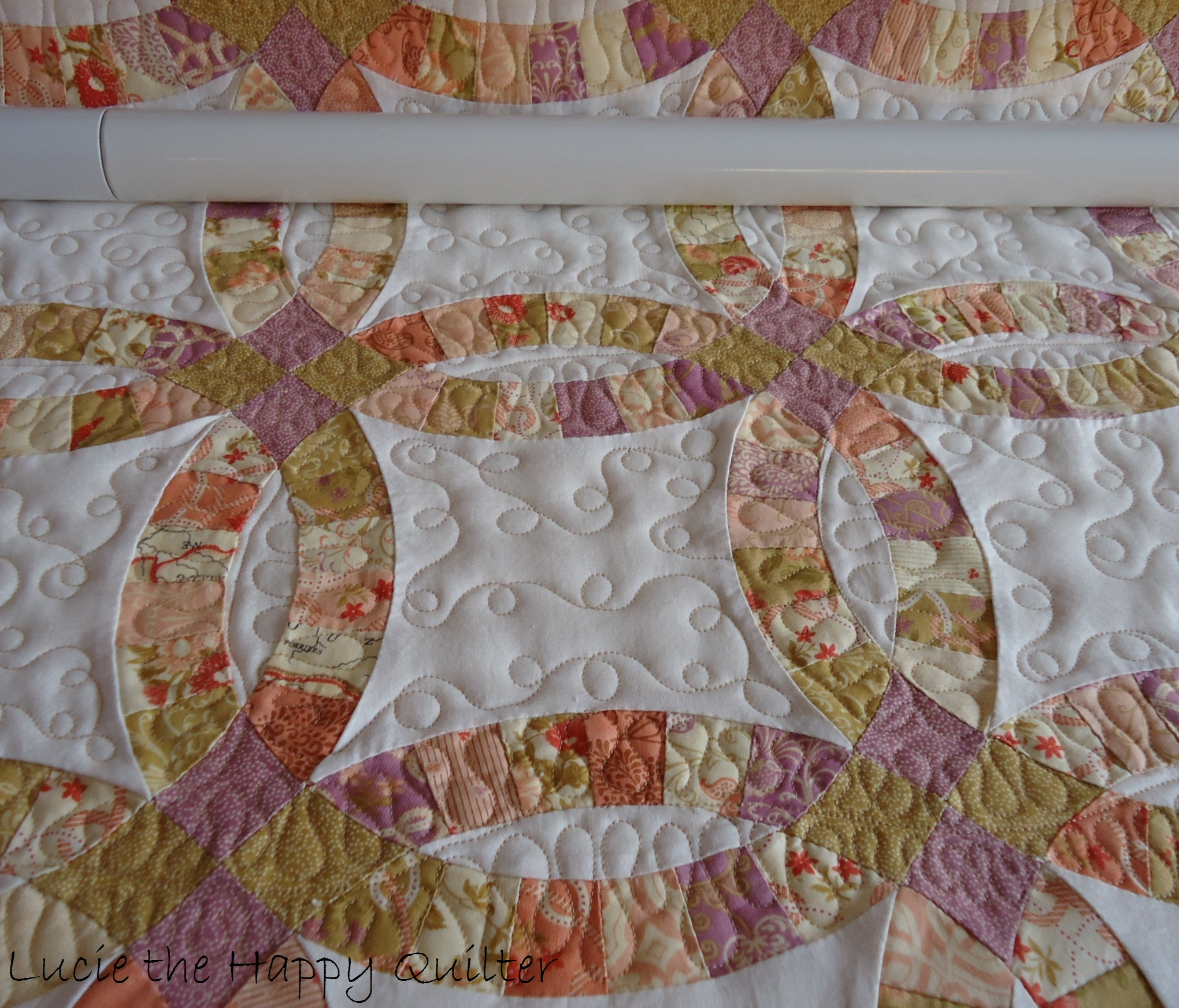 Double Wedding Ring Quilt | Lucie The Happy Quilter's Blog