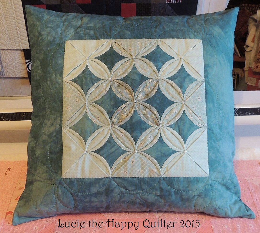 Cathedral windows lucie the happy quilter 39 s blog for Window quilts
