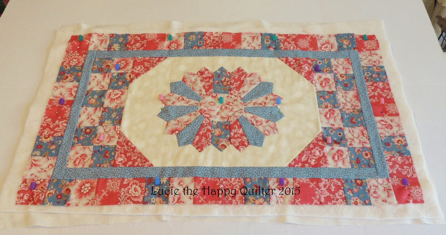 Oval Dresden Plate Table Runner Lucie The Happy Quilters Blog